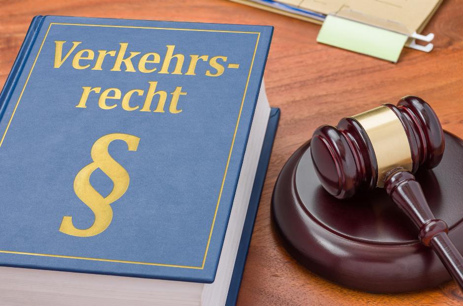"""<a href=""""jens-jahn-fachgebiete#verkehrsrecht"""">Verkehrsrecht</a>"""